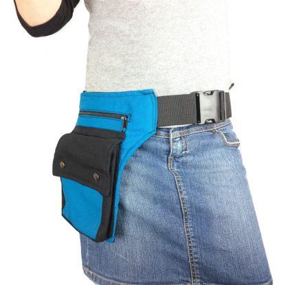 blauwe heuptas met zwarte klep