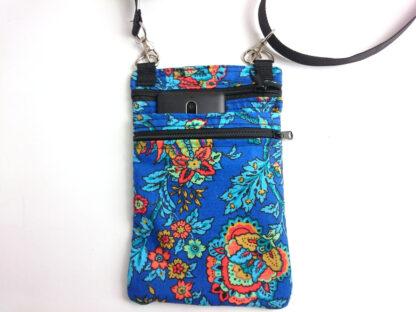 telefoontasje blauwe bloem